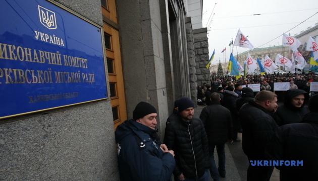 Харьковскую мэрию пикетируют несколько сотен предпринимателей из