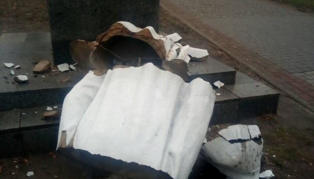 У Харкові повалили пам'ятник Горькому