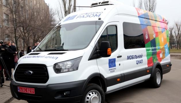 У рамках проєкту підтримки ЄС нові мобільні ЦНАПи отримали два райони Луганщини