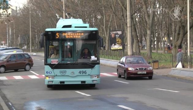 У чернігівських тролейбусах пасажирів вітав Святий Миколай