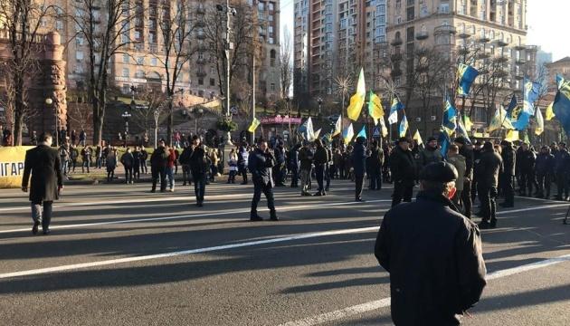 """""""Земельні"""" протестувальники розблокували Хрещатик і пішли до ВР"""