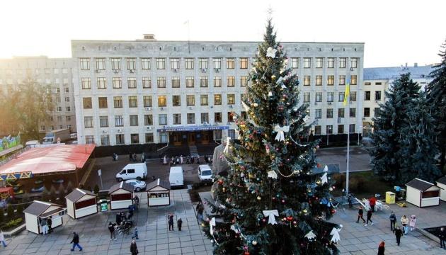 У Житомирі відкрили 17-метрову новорічну ялинку