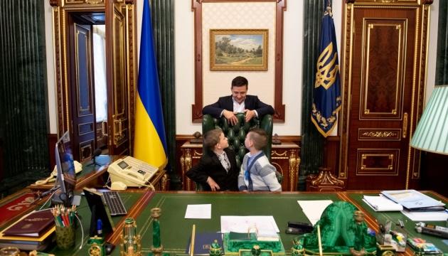 Сироти війни зустрілися із Зеленським та подзвонили Богдану, Гончаруку і Баканову