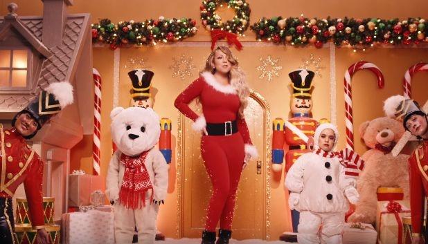Мерая Кері зняла новий кліп на легендарний різдвяний хіт