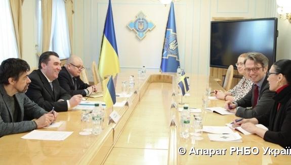 Секретар РНБО і посол Швеції обговорили протидію кіберзагрозам