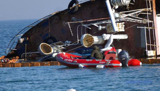 Власник танкера Delfi знову просить продовжити термін підняття судна