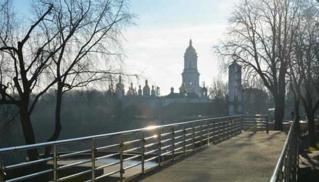 В Україну йде суха тепла погода, вдень прогріє до +15°