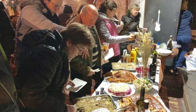 Колядування, оберіги та смаколики: у Празі знайомили з українськими різдвяними традиціями