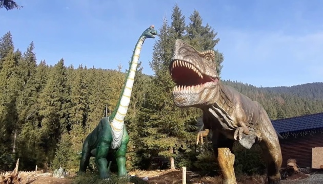 У Карпатах відкрили парк динозаврів