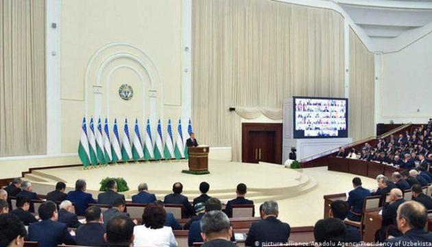 В Узбекистані проходять парламентські вибори