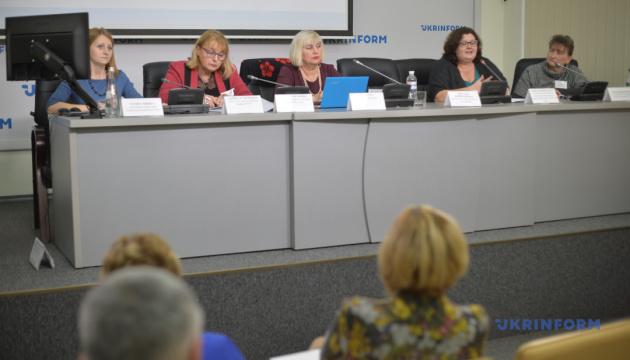 Відстоювання прав жінок у політиці та в процесі прийняття рішень: підтримка жіночого політичного лідерства