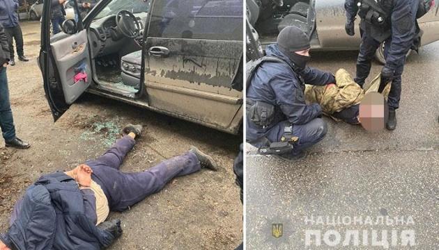 У Дніпрі затримали банду, яка підірвала з гранатомета автомобіль