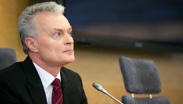 Росія наполегливо працює над переписуванням історії - президент Литви