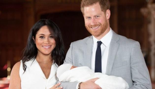 Син принца Гаррі вперше позував для різдвяної листівки