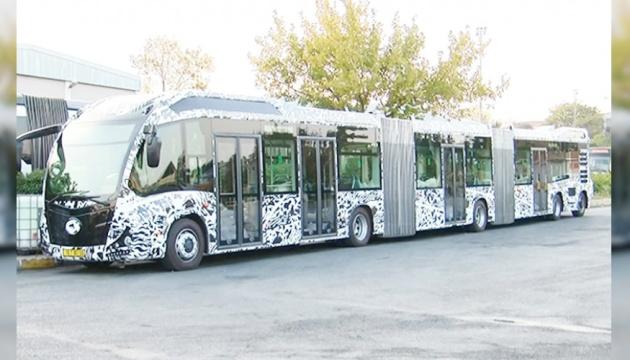 На дорогах Стамбула з'явилися автобуси-гіганти