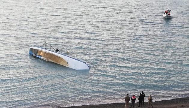 На озері в Туреччині перекинувся катер із нелегалами, є загиблі