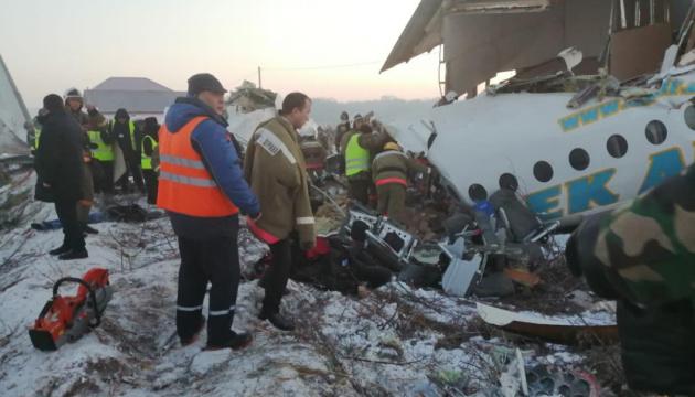 У Казахстані розбився пасажирський літак, на борту 100 осіб