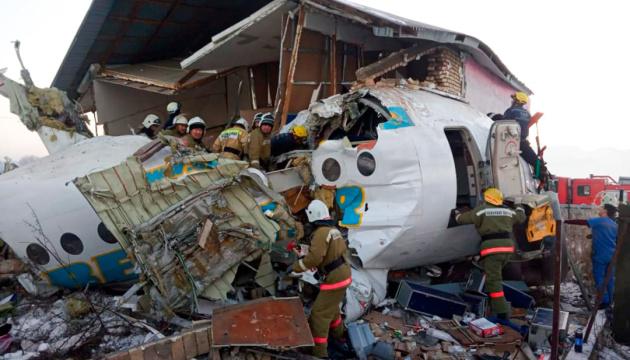 На борту літака, який впав у Казахстані, були двоє українців - вони живі
