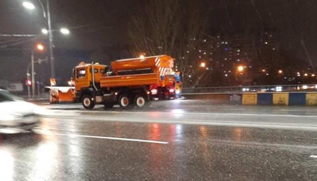 У столиці працювали понад 170 снігоприбиральних машин