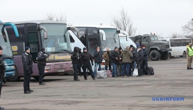 L'échange s'est terminé: 76 prisonniers Ukrainiens rentrent chez eux