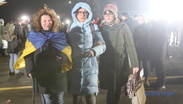 Сенцов привітав звільнених українців із поверненням додому