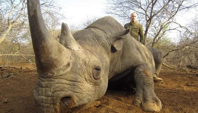 В сети всплыли фотографии охоты Шуфрича на вымирающих животных