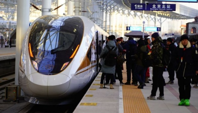В Китае запустили автономный поезд, который разгоняется до 350 км/ч