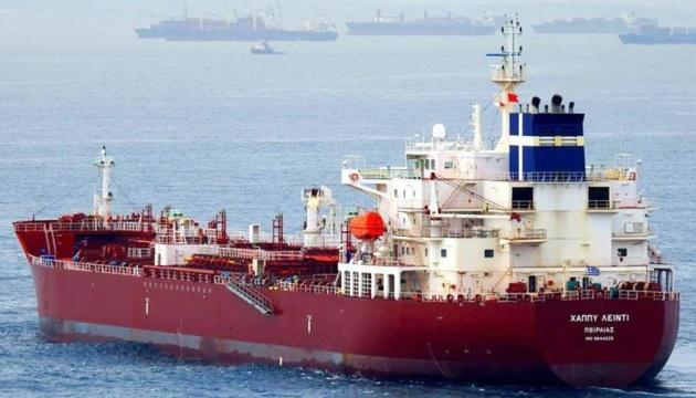 Біля берегів Камеруну пірати напали на танкер, серед викрадених моряків - українець