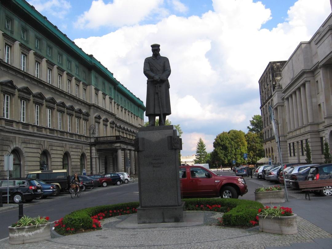 Пам'ятник прем'єр-міністру Польщі Юзефу Пілсудському (1926-1928 р.р.) у Варшаві