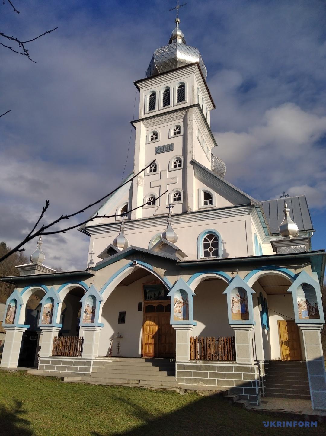 Святодухівська церква у селі Росішка