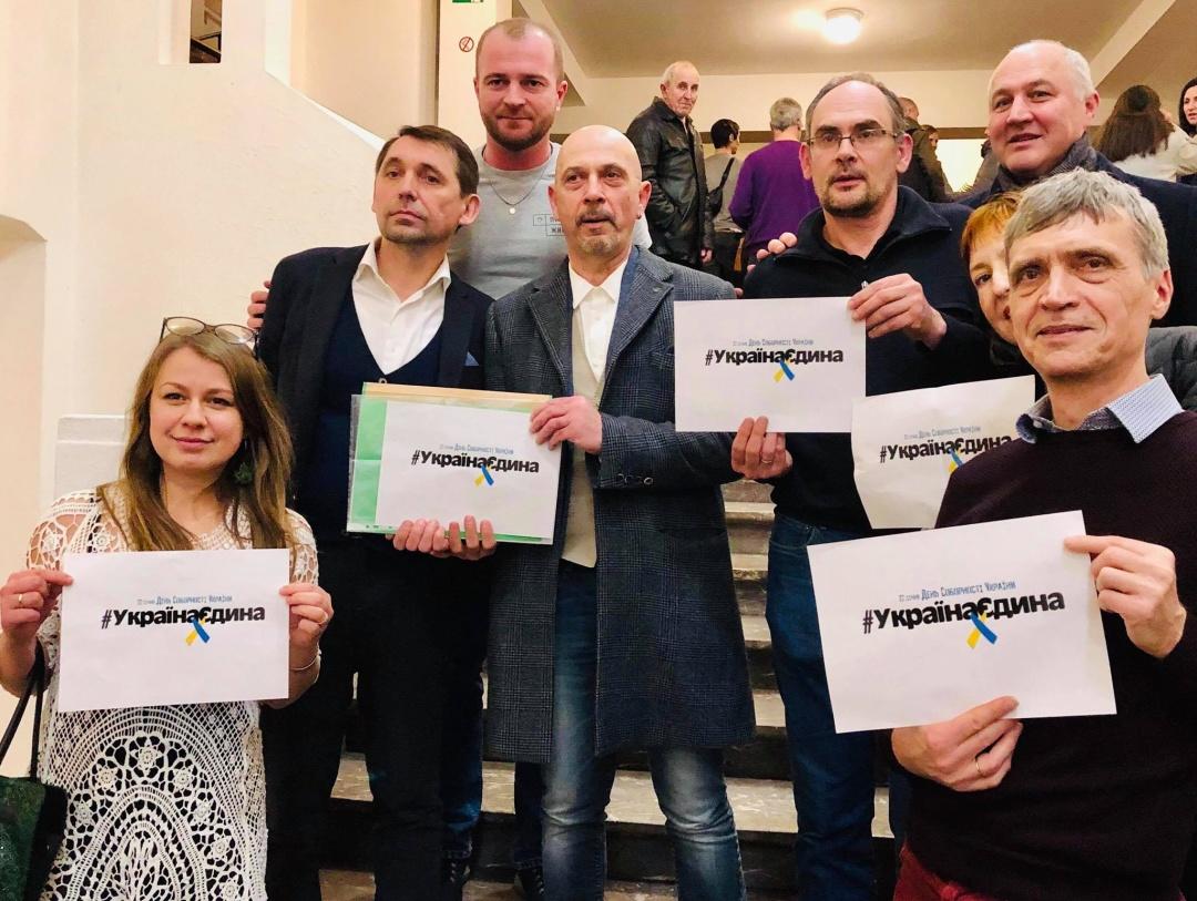 Українці в Бельгії приєдналися до флешмобу з нагоди Дня Соборності України