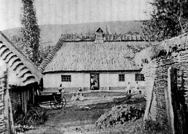Рідна хата Івана Пулюя в Гримайлові