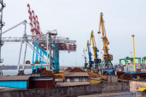 """Порт """"Южний"""" у І півріччі збільшив перевалку вантажів на експорт на 62%"""
