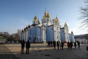 У Михайлівському соборі почалась літургія та чин освячення води