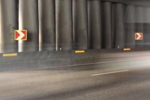 Безпека на дорогах: комунальники встановлюють катафоти на аварійних ділянках