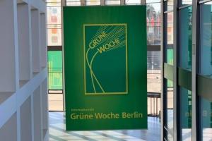 """""""Зелений тиждень"""" у Берліні: павільйон РФ закрили на 2 години через заборонені ковбаси"""
