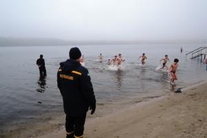 У Запоріжжі рятувальники консультували любителів купання на Водохреща