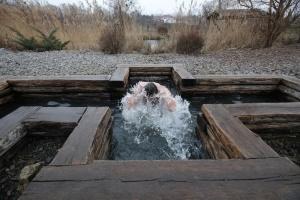 З руханкою, але без металевих прикрас: як підготуватися до хрещенського купання