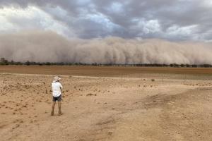 Австралию накрыли пылевые бури