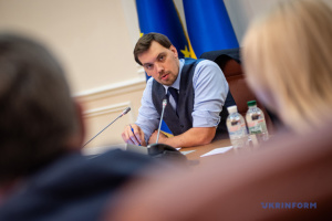 Уряд ініціює компенсації у разі затримки пенсій та зарплат - Гончарук