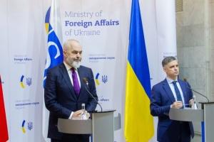 プリスタイコ外相、OSCE議長とウクライナ東部の停戦違反件数増加を協議