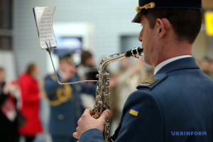"""У харківському аеропорту вшанували пам'ять """"кіборгів"""""""