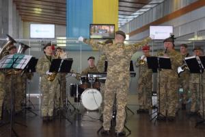 В аеропорту Дніпра відбувся концерт-реквієм на вшанування пам'яті героїв оборони ДАПу