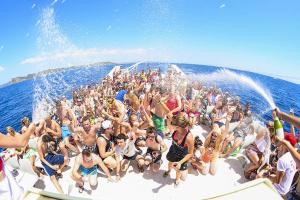 На популярних іспанських островах боротимуться з алкогольним туризмом
