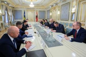 Zelensky y el presidente en ejercicio de la OSCE discuten la ampliación del mandato de la MEO en el Donbás