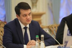 Прем'єр не звертався до Ради із пропозиціями змін в уряді - Разумков
