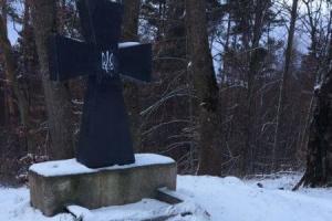 У Польщі знищили меморіальну дошку на могилі воїнів УПА