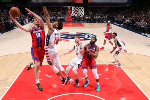 """Михайлюк набрав 10 очок в матчі НБА """"Вашингтон"""" - """"Детройт"""""""