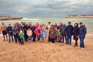 Громада Лівану відсвяткувала Водохреще купанням у Середземному морі