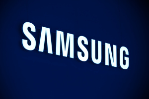 Samsung випустить власну дебетову картку